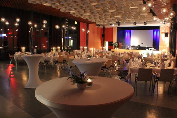Festsaal der Berliner Stadtmission - Hochzeit im Freien - Berlin