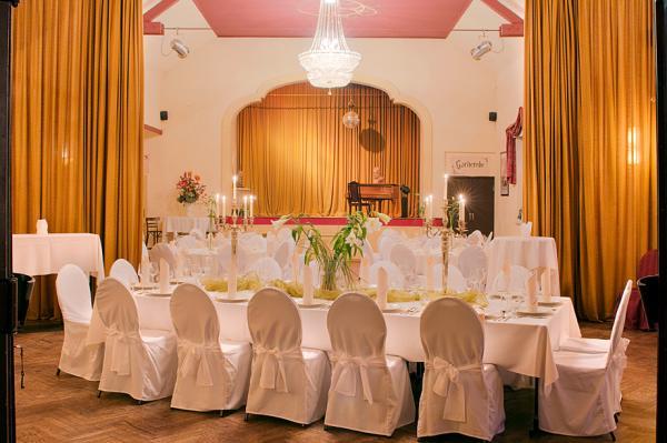 Die Bühne im Bahnhofshotel - Hotel Hochzeit - Berlin