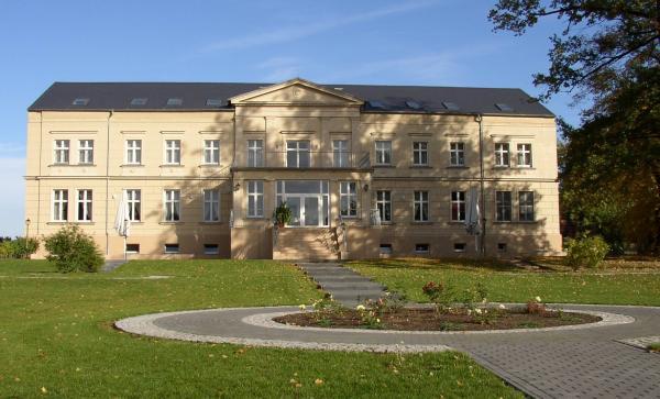 Gutshaus am Ruppiner See - Hochzeit im Freien - Berlin