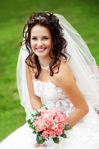 Brautfrisuren kurz mit diadem