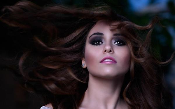 منه العجاتي  - الشعر والمكياج - القاهرة