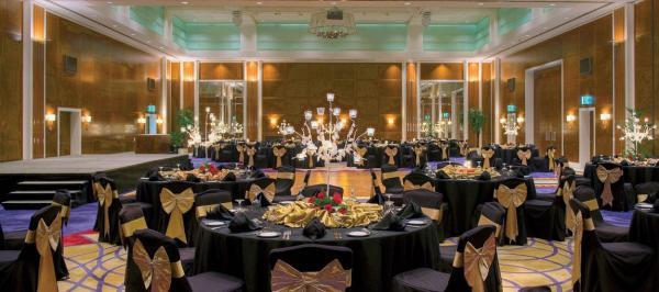 Jumeirah Emirates Towers Hotel - Hotels - Dubai
