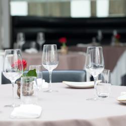 طاولة 9-المطاعم-دبي-1