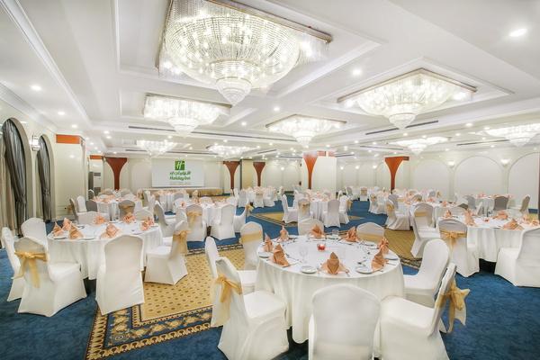 فندق هوليدي ان بر دبي - منطقة السفارات - الفنادق - دبي