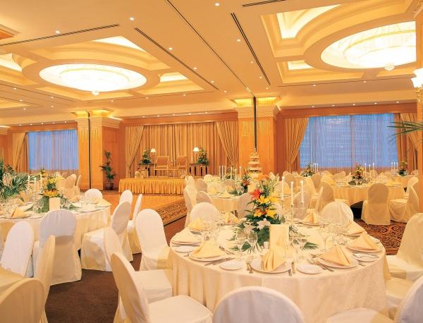 فندق الكورنيش - الفنادق - أبوظبي