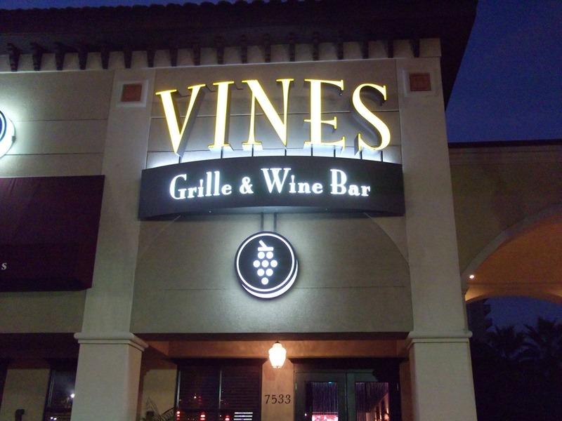 اكويريوم اند فاينز واين بار - المطاعم - دبي