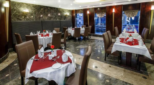 فندق سوميت - الفنادق - دبي