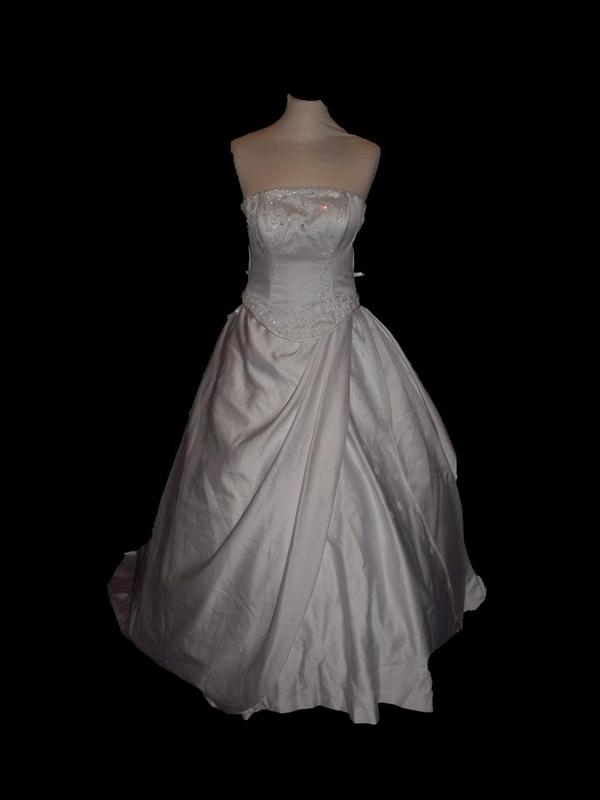 اتش لفساتين الافراح - فستان الزفاف - مسقط